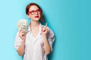 Pourquoi les femmes se détournent-elles de l'information en ligne autour des banques?
