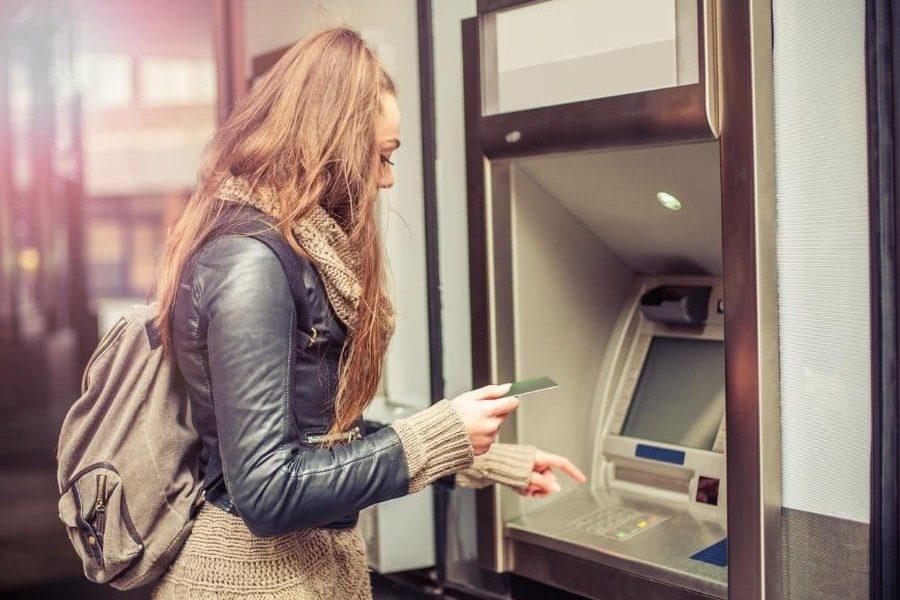 Les retraits en DAB devraient coûter plus cher